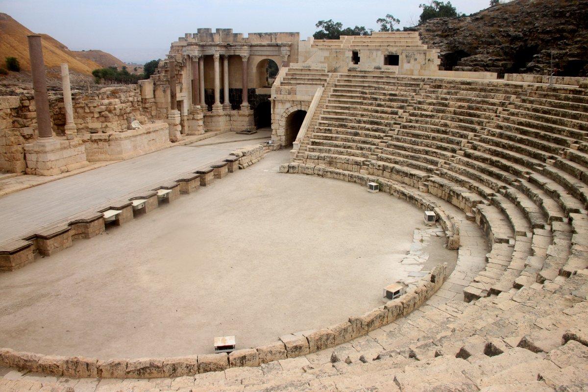 Bella {Roman Theatre} - ThingLink