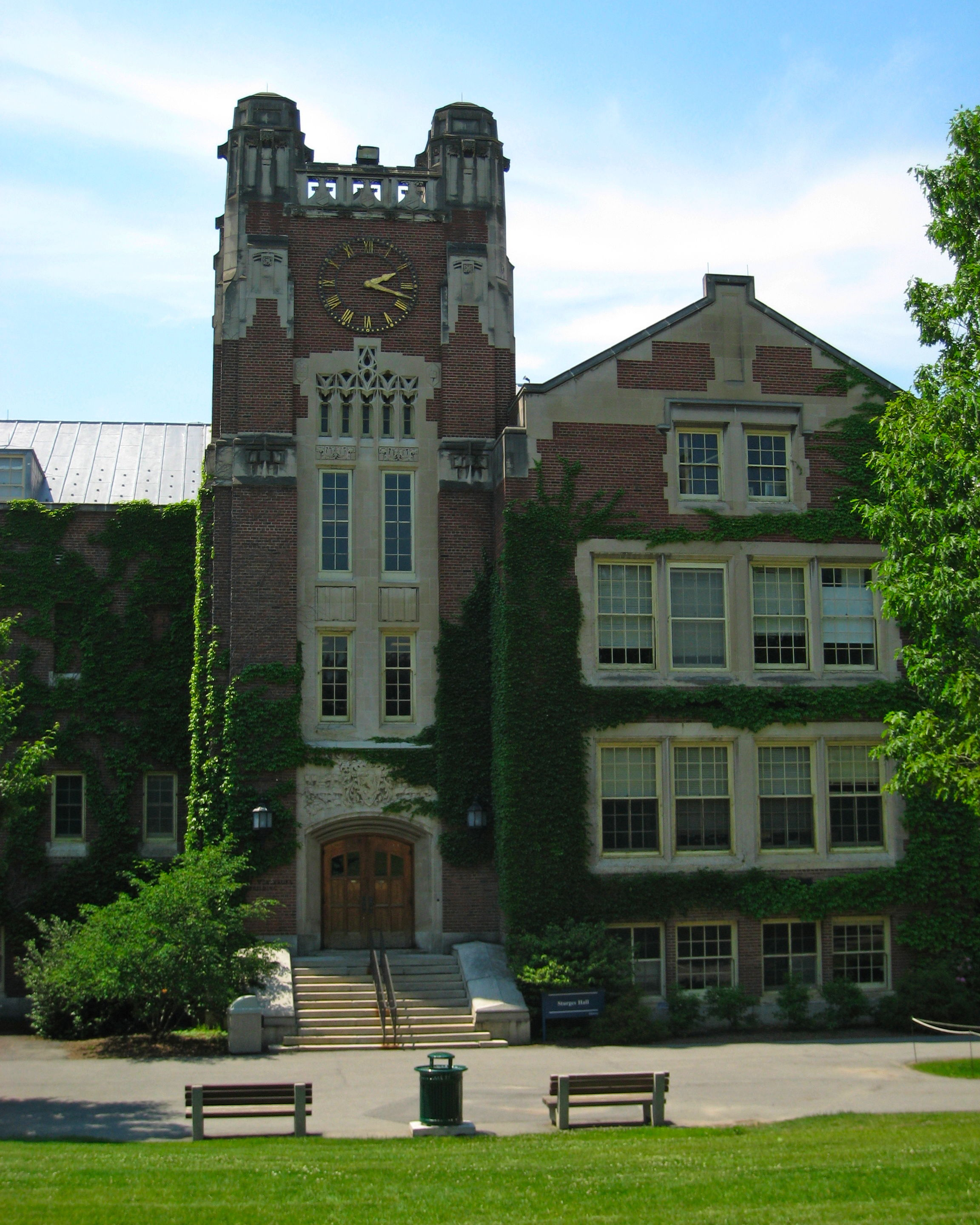 Description Sturges Hall at SUNY Geneseo 2.jpg