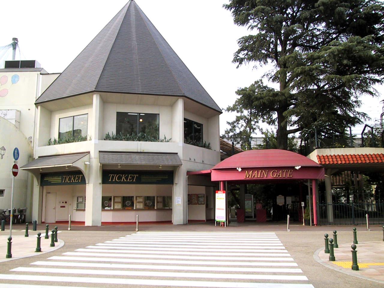 https://upload.wikimedia.org/wikipedia/commons/d/d2/Takarazuka_Family_Land.JPG