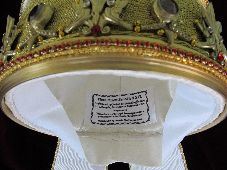 картинки тиара папы римского другом таком посте