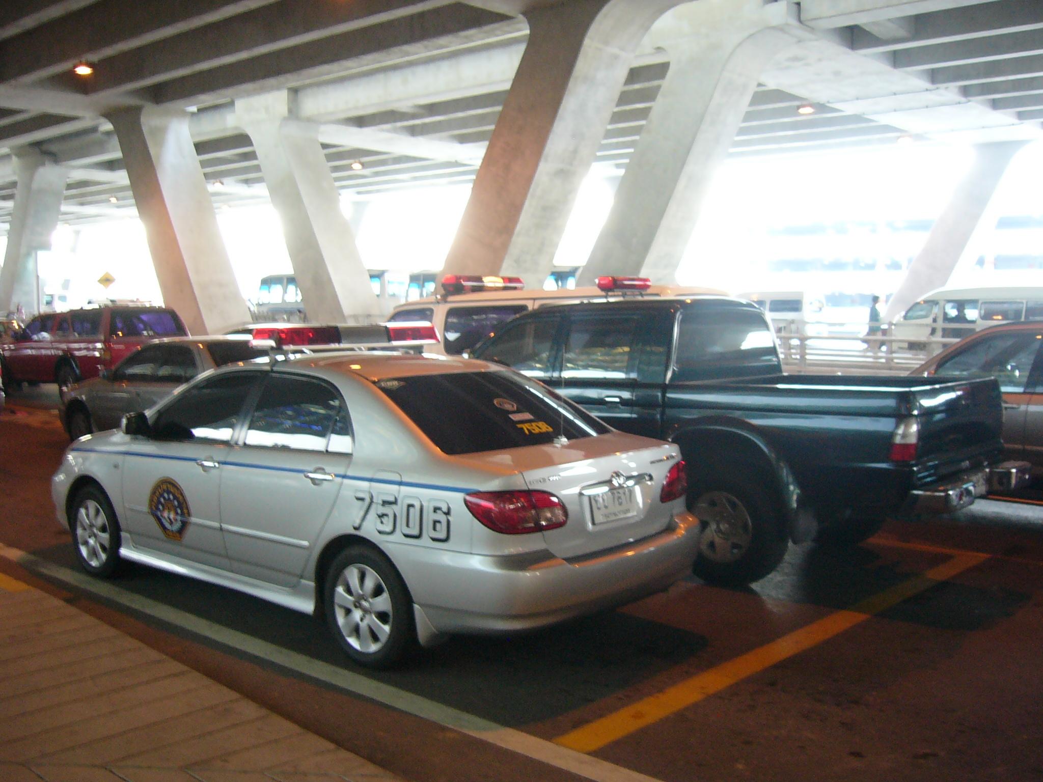 File:Toyota Corolla Altis (E120)   Thai Police Cars