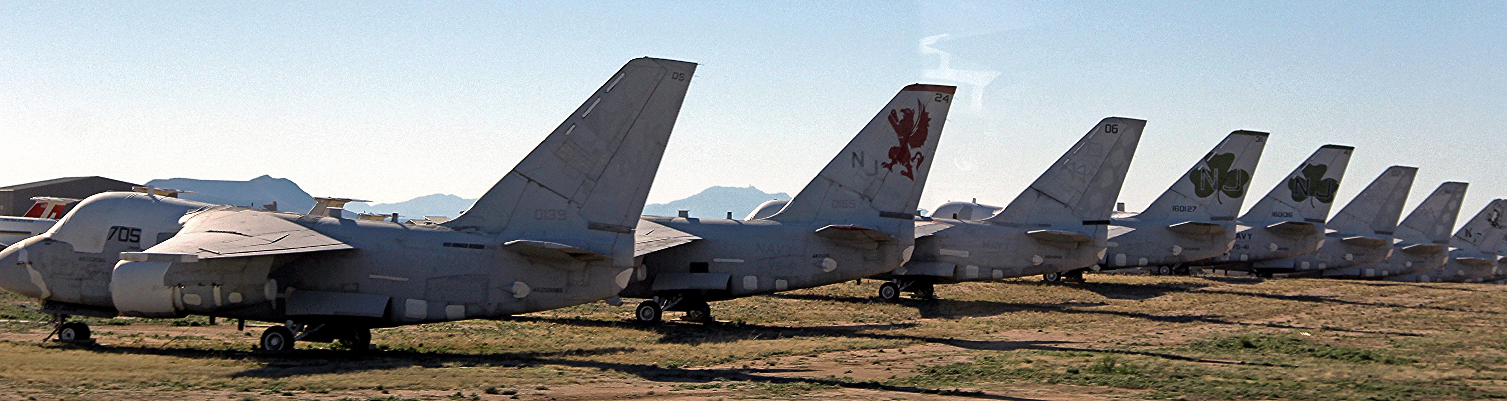 """File:U.S. Air Force 309th AMARG """"Boneyard"""", Tucson, AZ (15703990644).jpg -  Wikimedia Commons"""