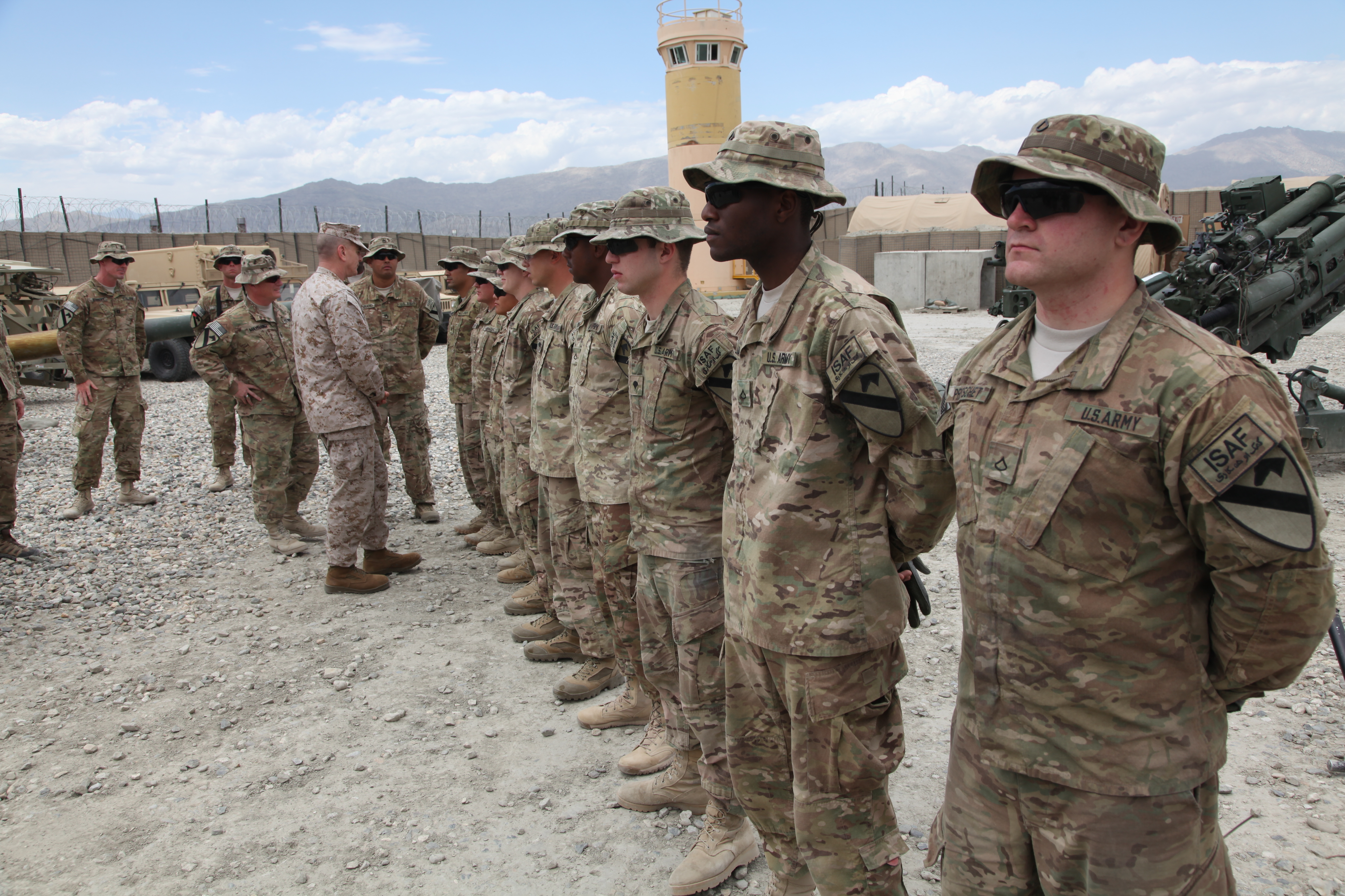 File:U.S. Soldiers with the 3rd Platoon, Alpha Battery, 5th ...