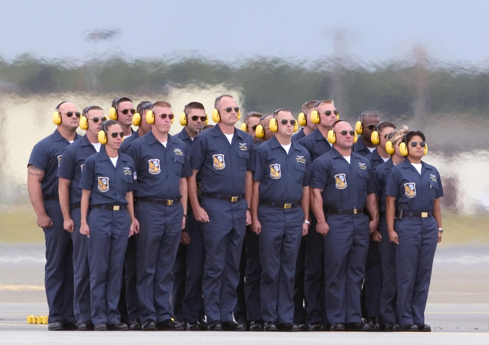 U.S. Navy Blue Angels flight team ground crew members « txphotoblog