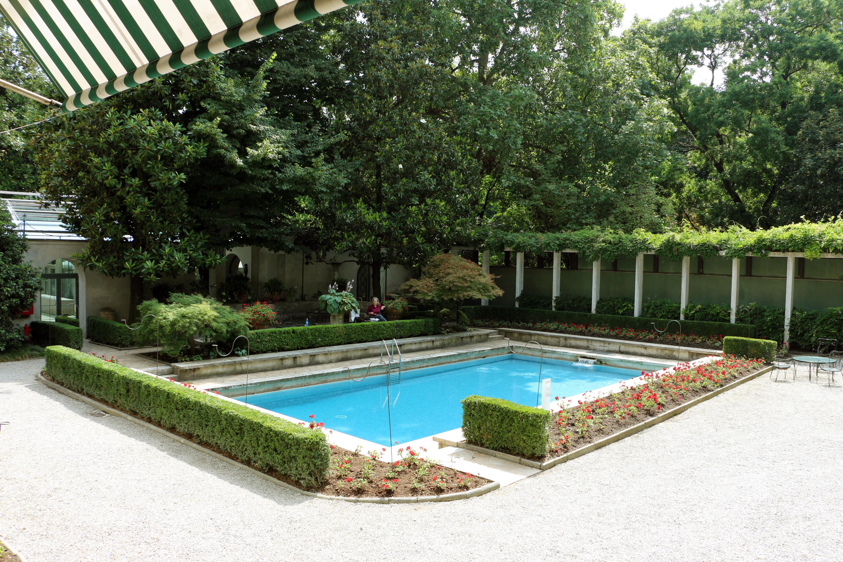 File villa necchi campiglio esterno piscina for Piscina wikipedia