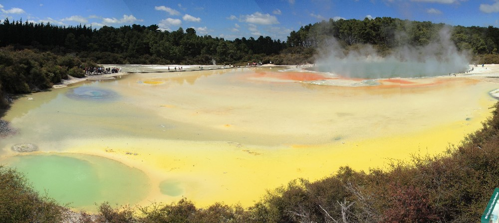 http://upload.wikimedia.org/wikipedia/commons/d/d2/Wai-o-tapu_panorama.jpg