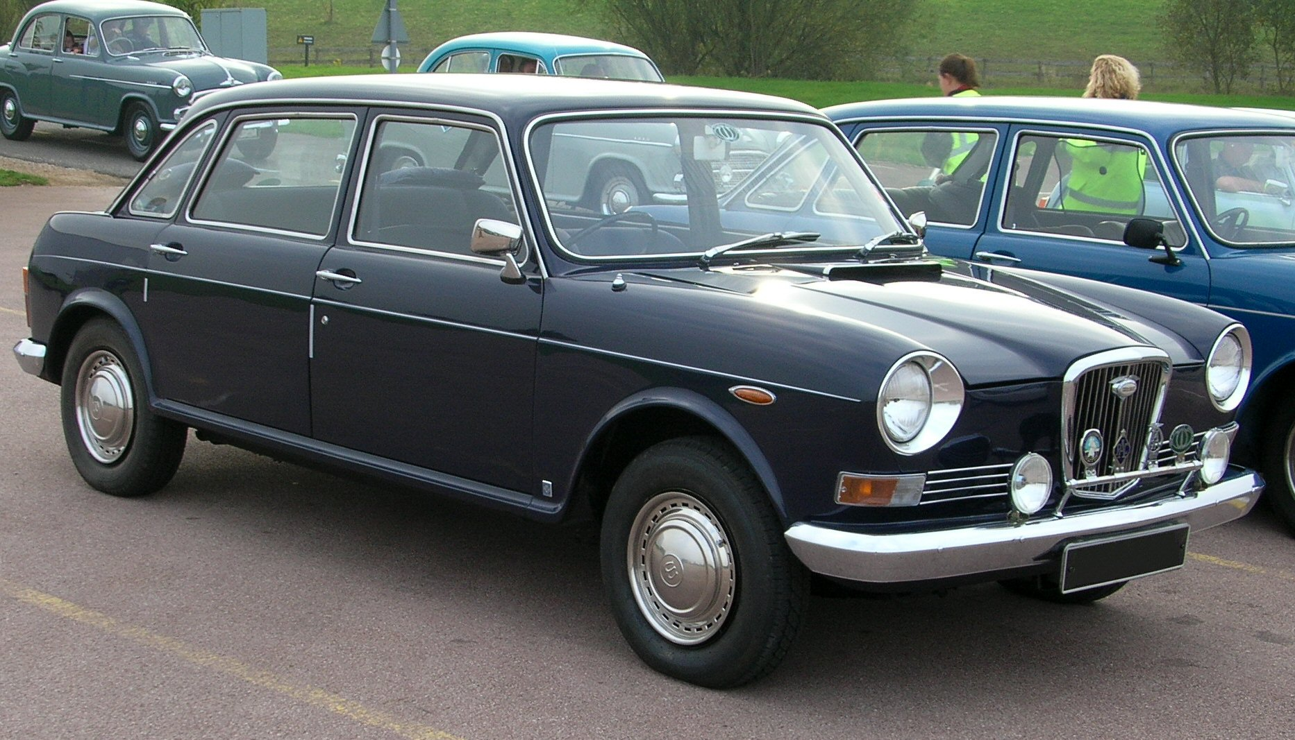 http://upload.wikimedia.org/wikipedia/commons/d/d2/Wolseley_Six_Automatic_1972.jpg