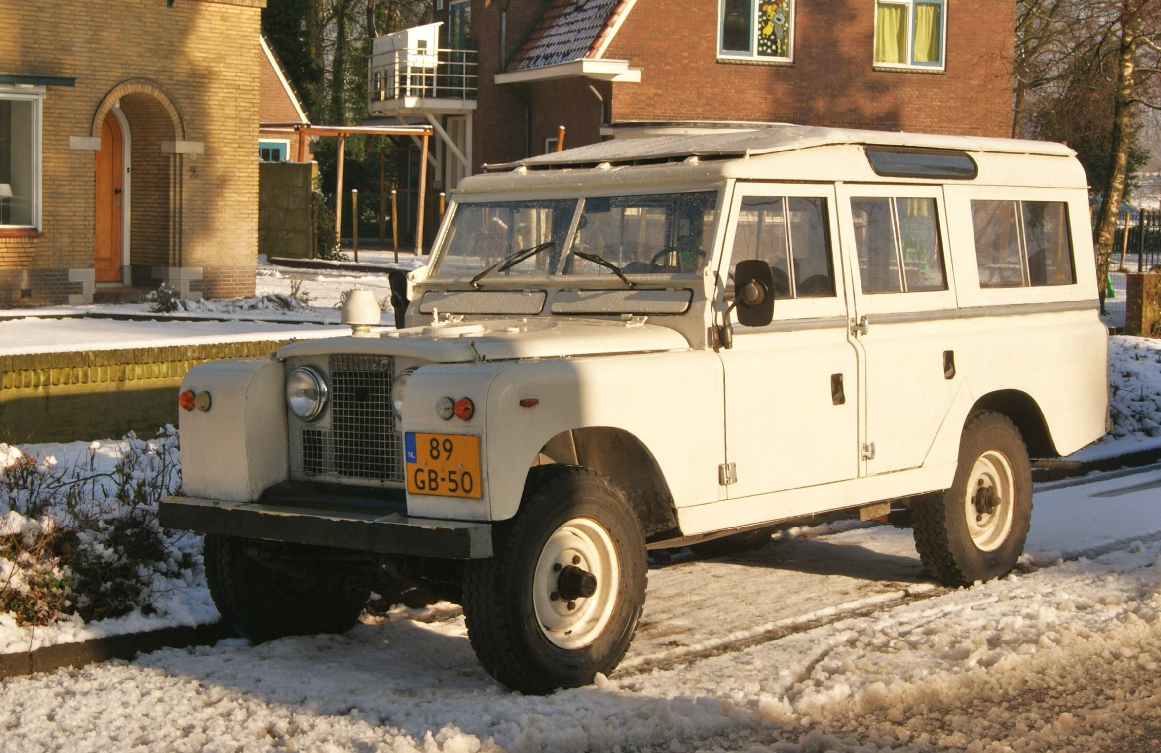 1963_Land_Rover_109%22_Series_IIA_(84508