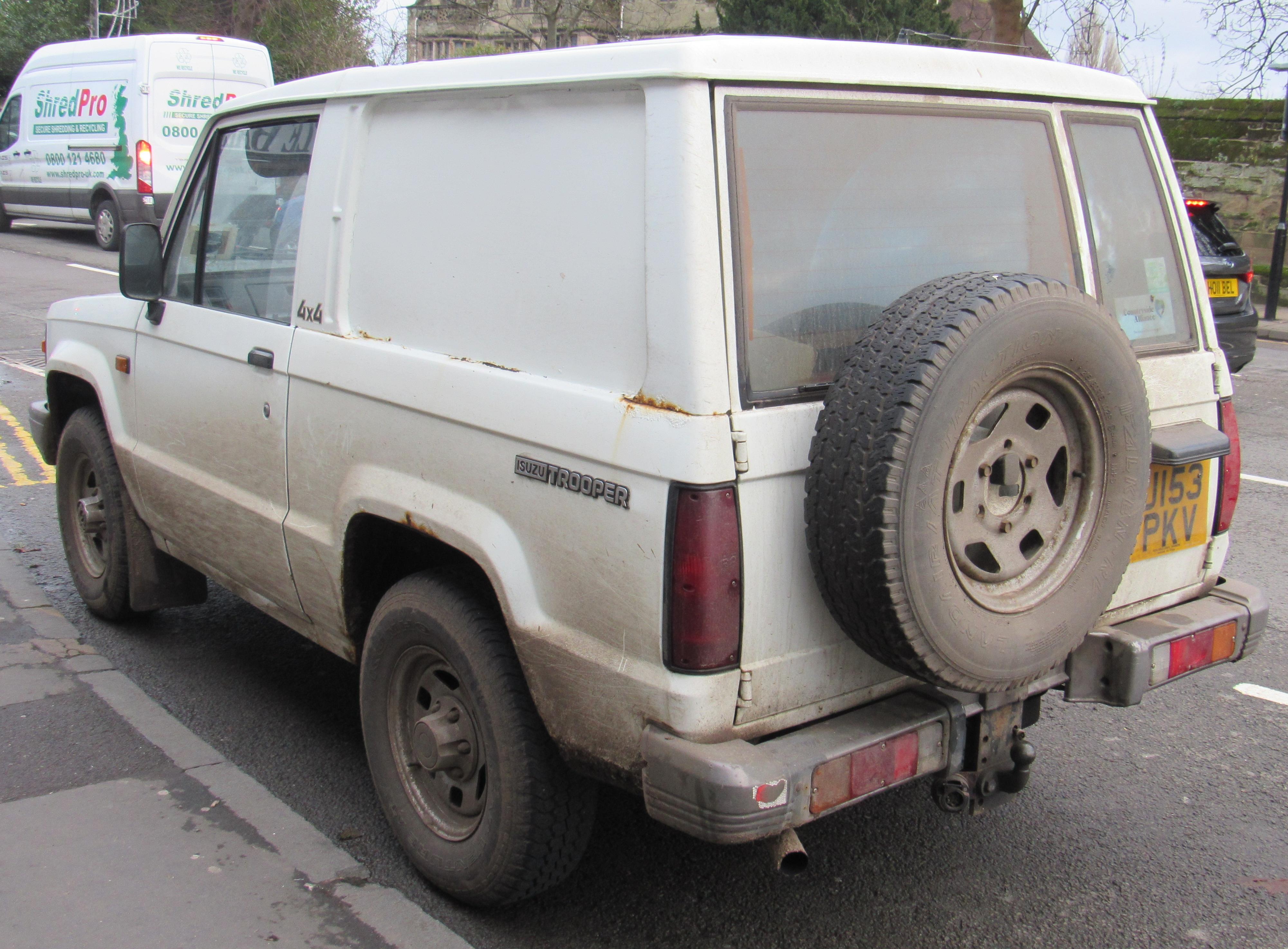 File:1991 Isuzu Trooper SWB Turbo Diesel 2.8 Rear