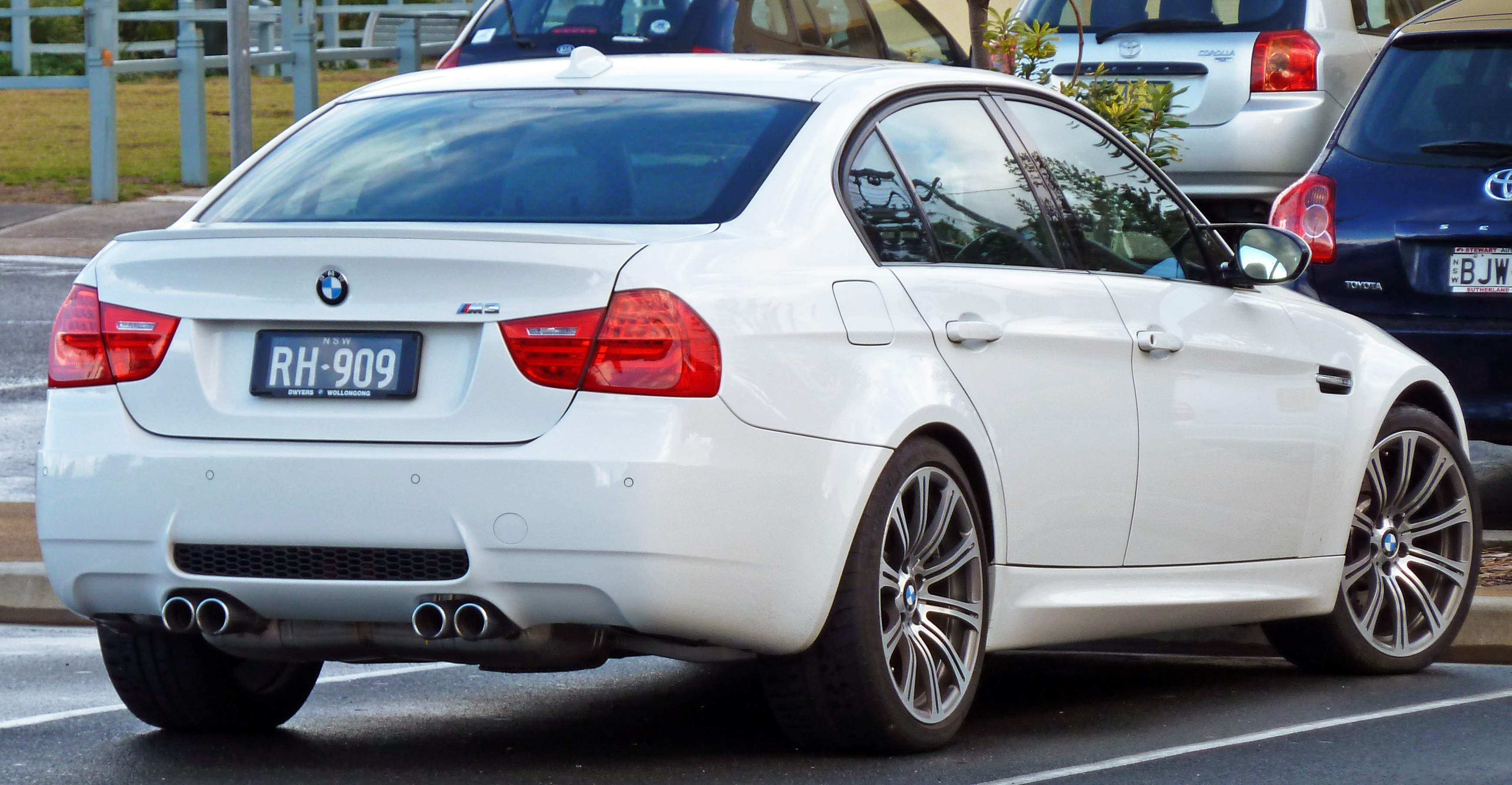 File:2008-2010 BMW M3 (E90) sedan 03.jpg - Wikimedia Commons