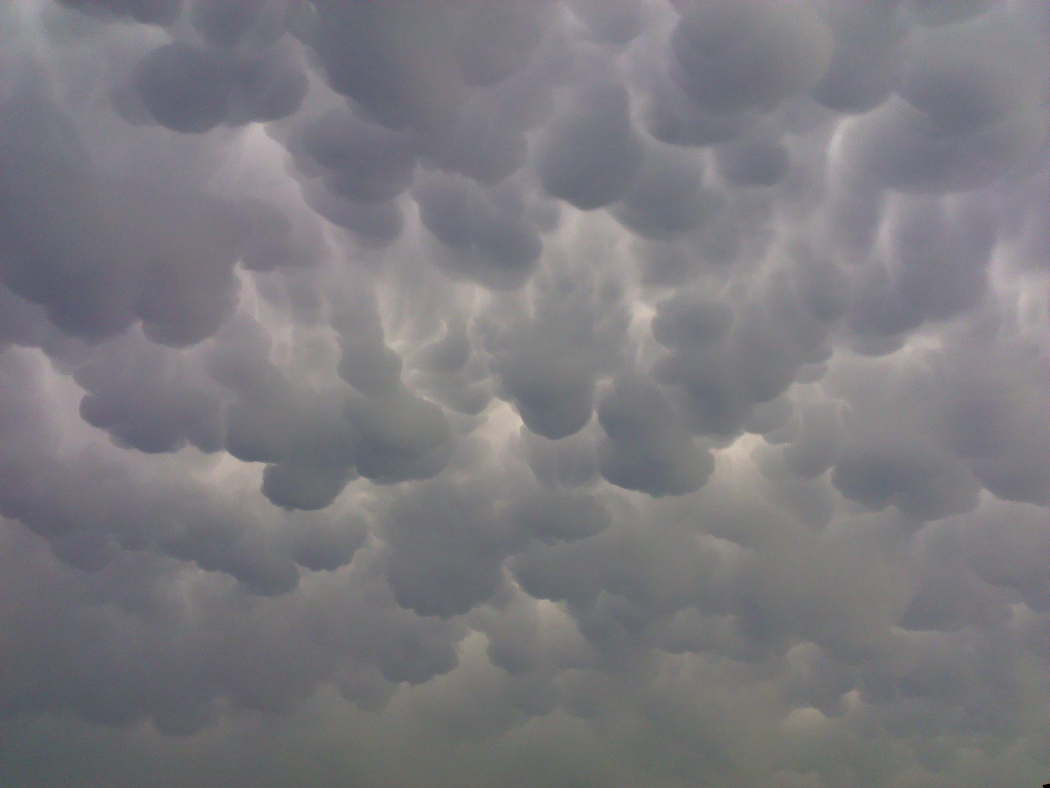 Joplin >> File:5-22-11 at 506 pm approx 40 minutes prior to the tornado that devastated Joplin,mo.jpg ...