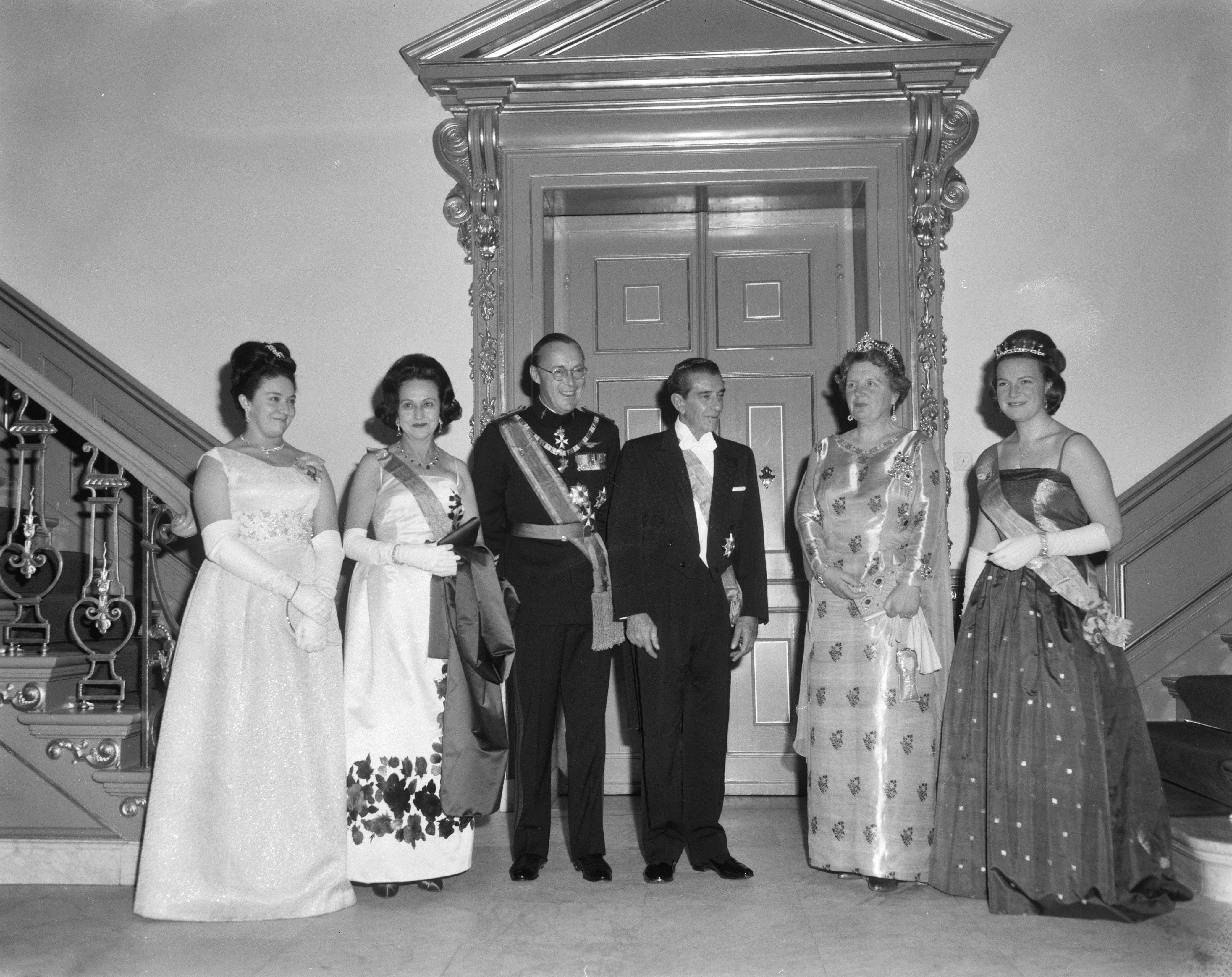 File:Bezoek President van Mexico President Lopez . De hoge gasten in avondtoilet gepo, Bestanddeelnr 915-0034.jpg