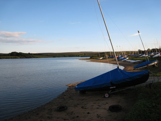 Boats on the shore-line at Scaling Dam Reservoir - geograph.org.uk - 1612815