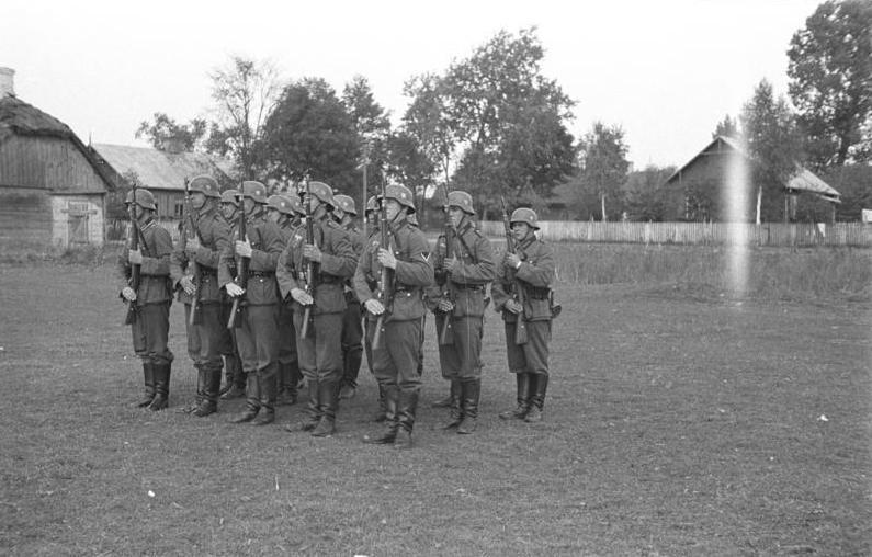 Bundesarchiv Bild 101I-001-0283-02, Wehrmachtsoldaten bei Ausbildung