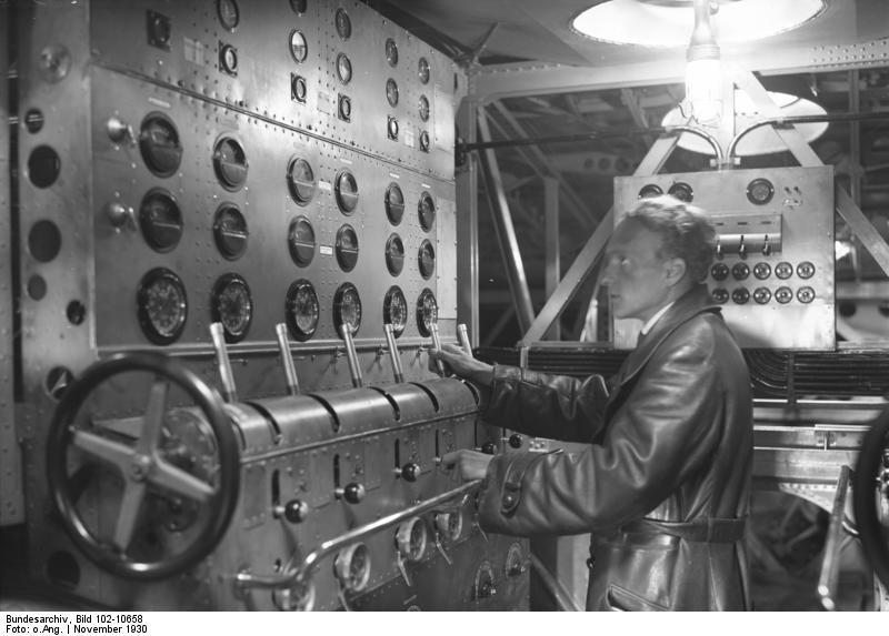 "File:Bundesarchiv Bild 102-10658, Flugschiff Dornier ""Do X"", Maschinenzentrale.jpg"