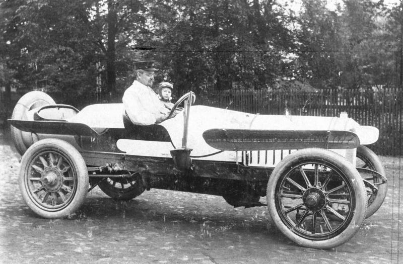 Bestand:Bundesarchiv Bild 183-T1129-501, August Horch in Horch-PKW.jpg