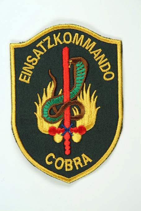 https://upload.wikimedia.org/wikipedia/commons/d/d3/Bundespolizei_abzeichen_eko_cobra.jpg