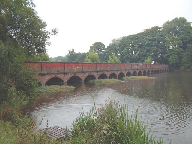 Carr Mill Dam - geograph.org.uk - 46995