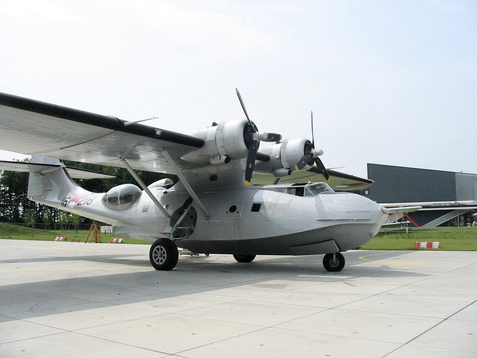 http://upload.wikimedia.org/wikipedia/commons/d/d3/Catalina_Aviodrome.JPG