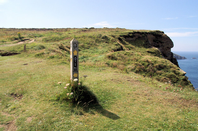 Coast Path, Hell's Mouth - geograph.org.uk - 905310
