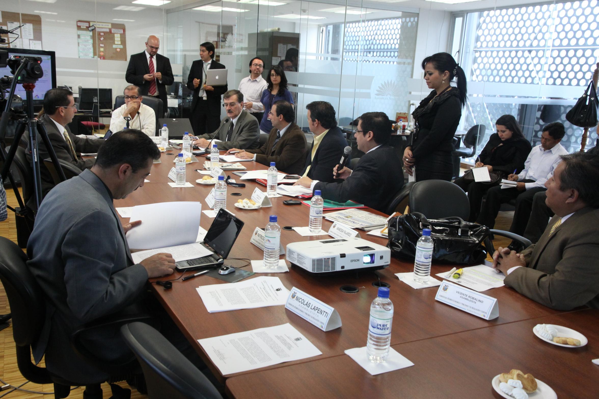Comisión de Régimen Económico y Tributario, recibe a ministro de Recursos No Renovables, Wilson Pástor (4793946301).jpg Español: 14 de Julio de 2010 Date 14