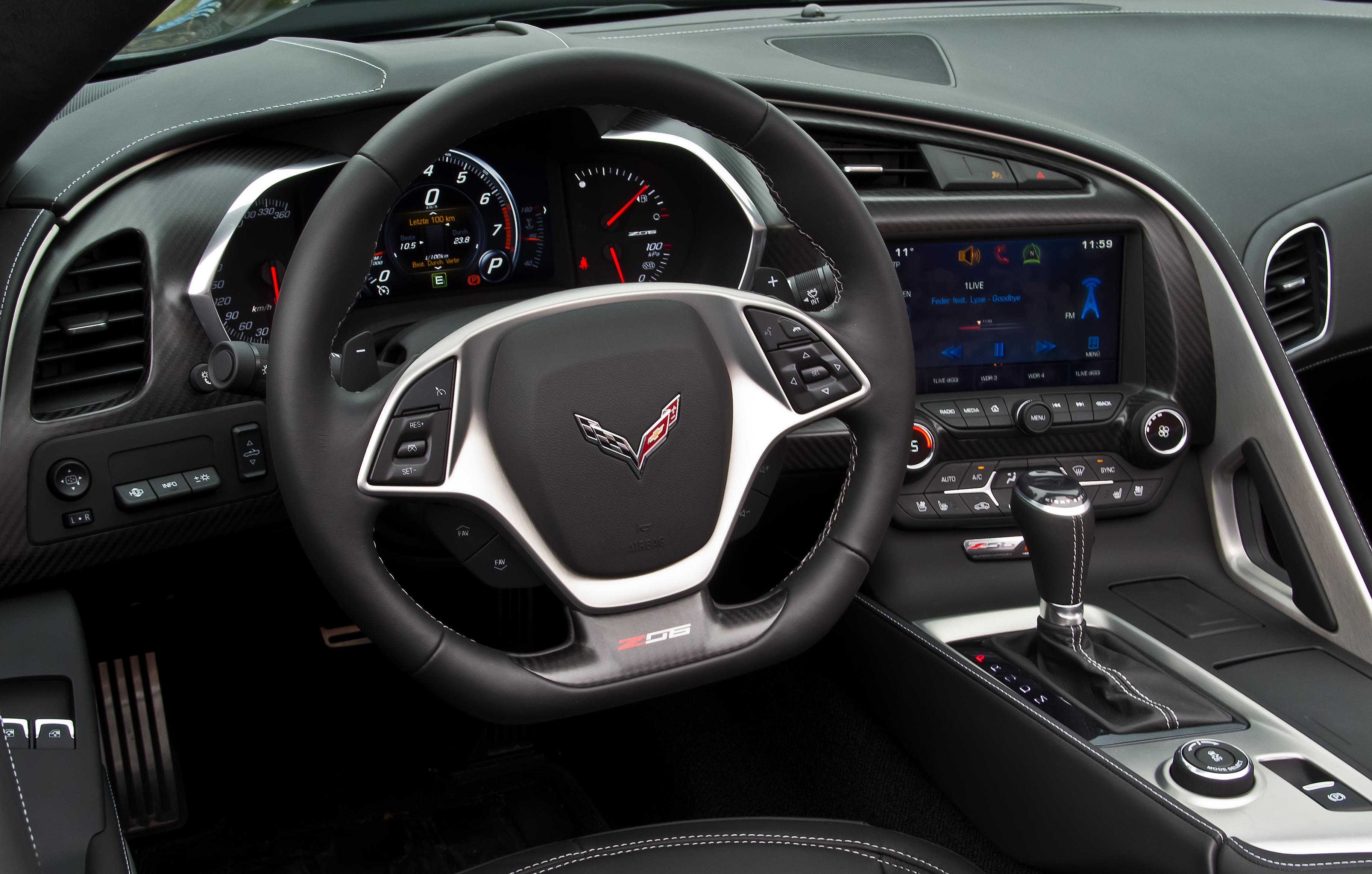 File:Corvette Z06 Cabriolet (C7) – Innenraum, 28. Oktober ...