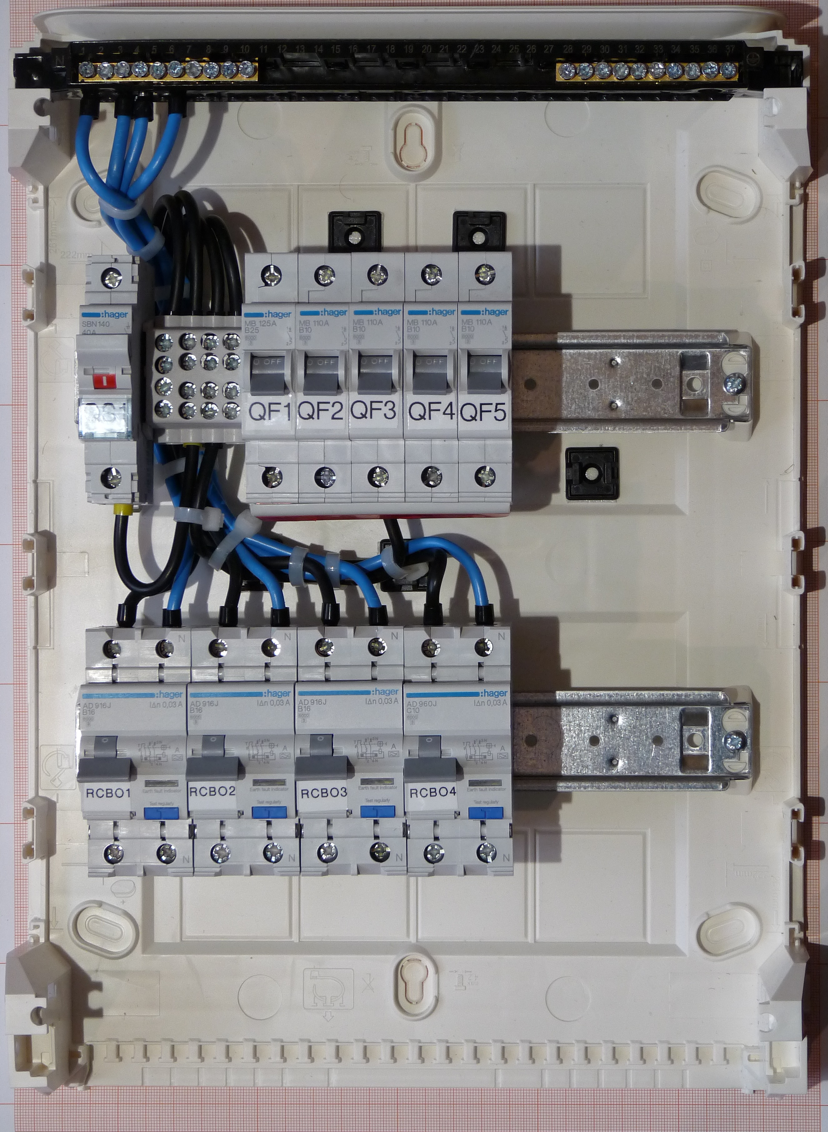 file:fuse box on hager components.jpg - wikimedia commons  - wikimedia commons