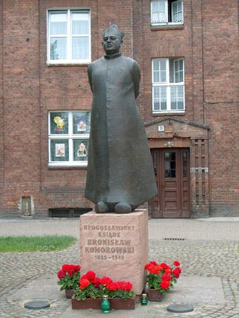 Pomnik bł. Bronisława na Placu Jego Imienia we Wrzeszczu