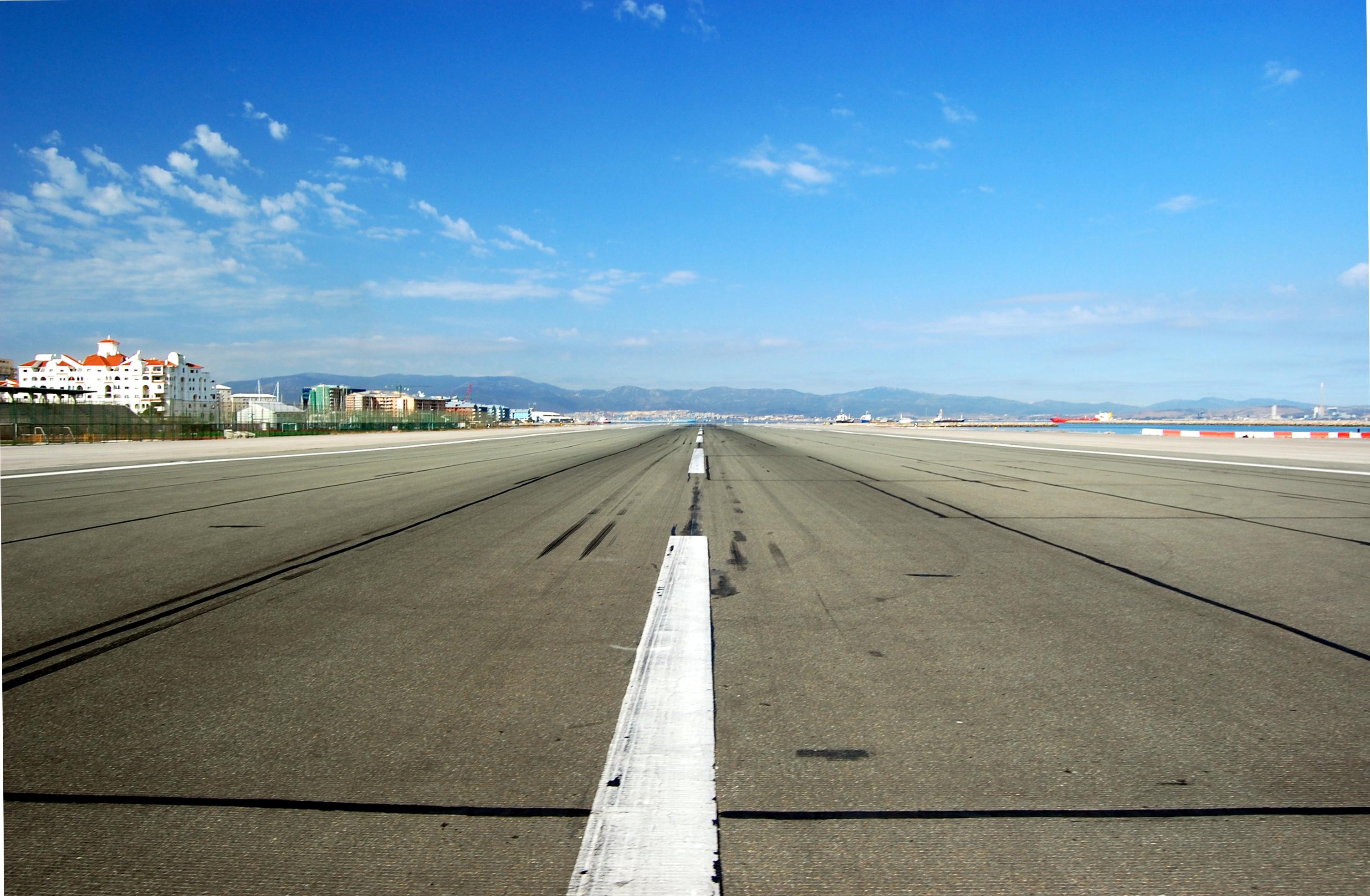 file gib airport runway jpg wikimedia commons