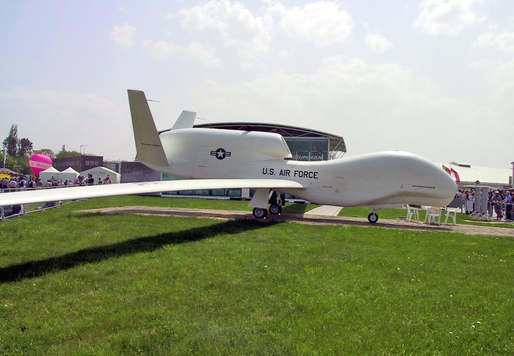 Global Hawk auf der ILA 2002