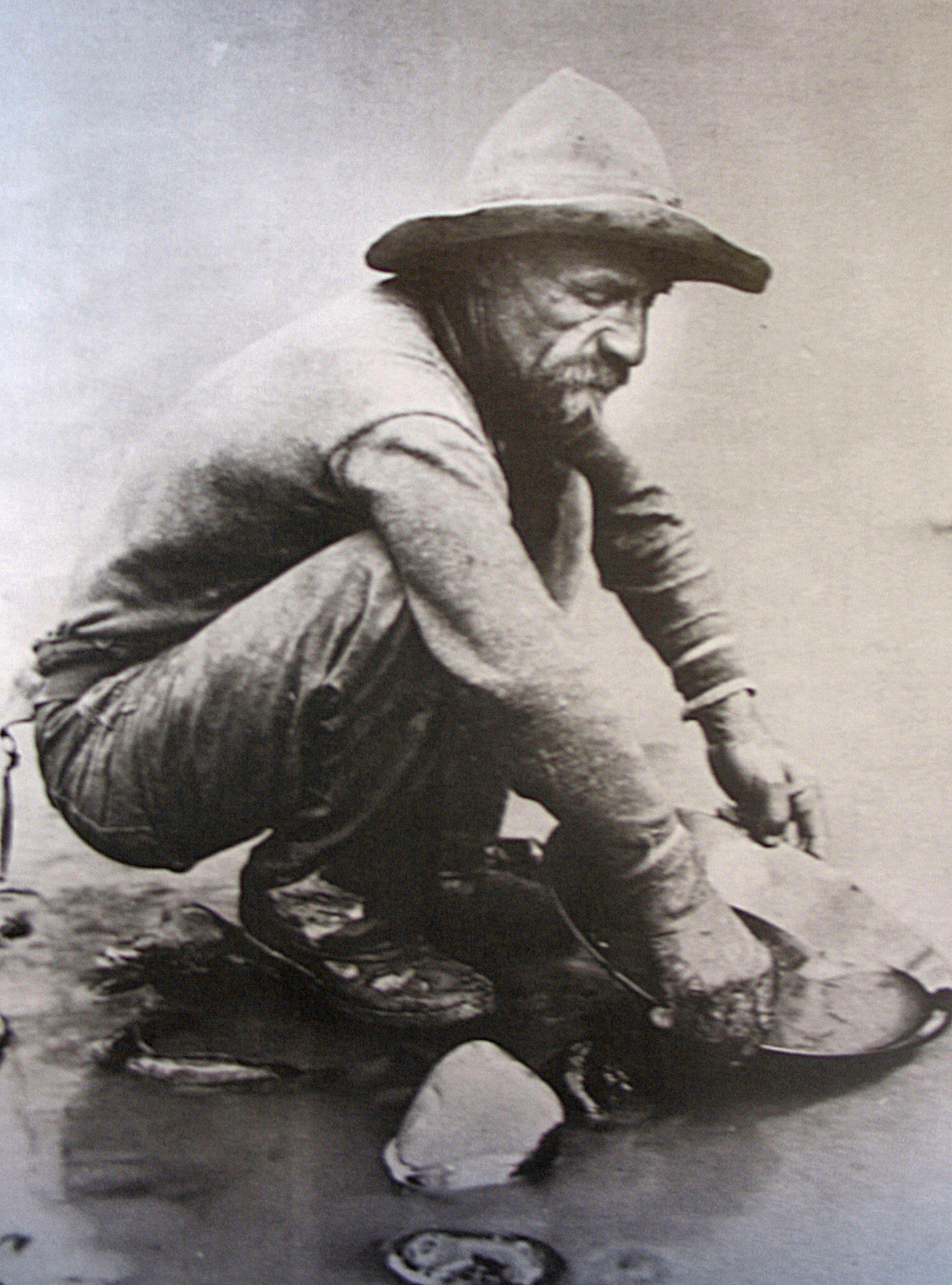 panning for gold in the gold rush - photo #13