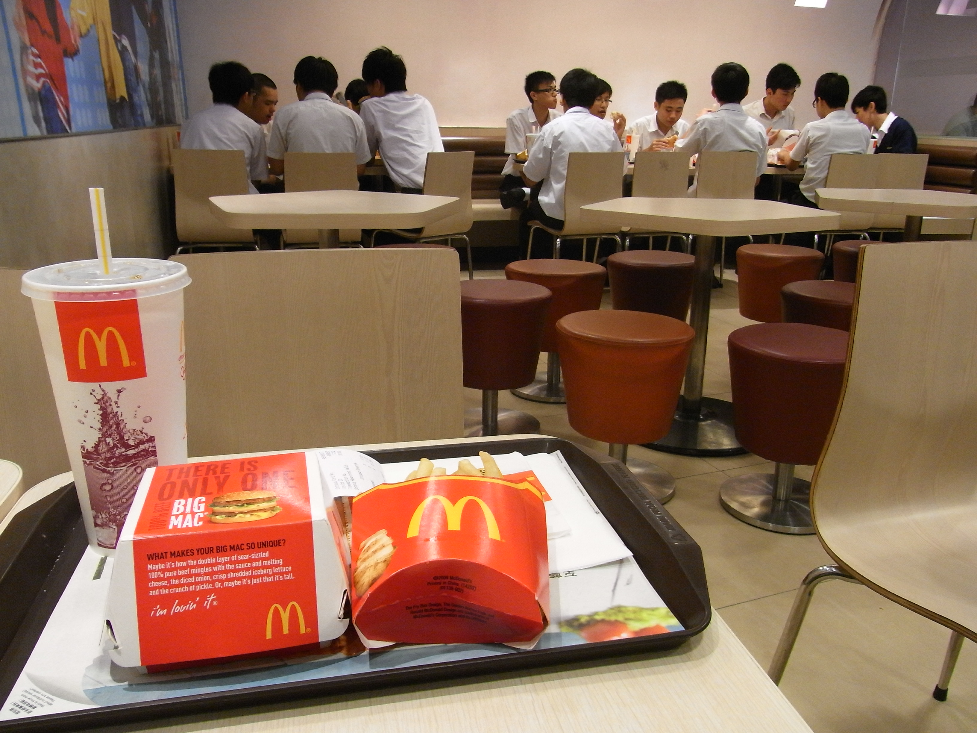 HK_%E9%BA%A5%E7%95%B6%E5%8B%9E%E9%A4%90%E5%BB%B3_McDonalds_restaurant_interior_May-2012.JPG?profile=RESIZE_710x