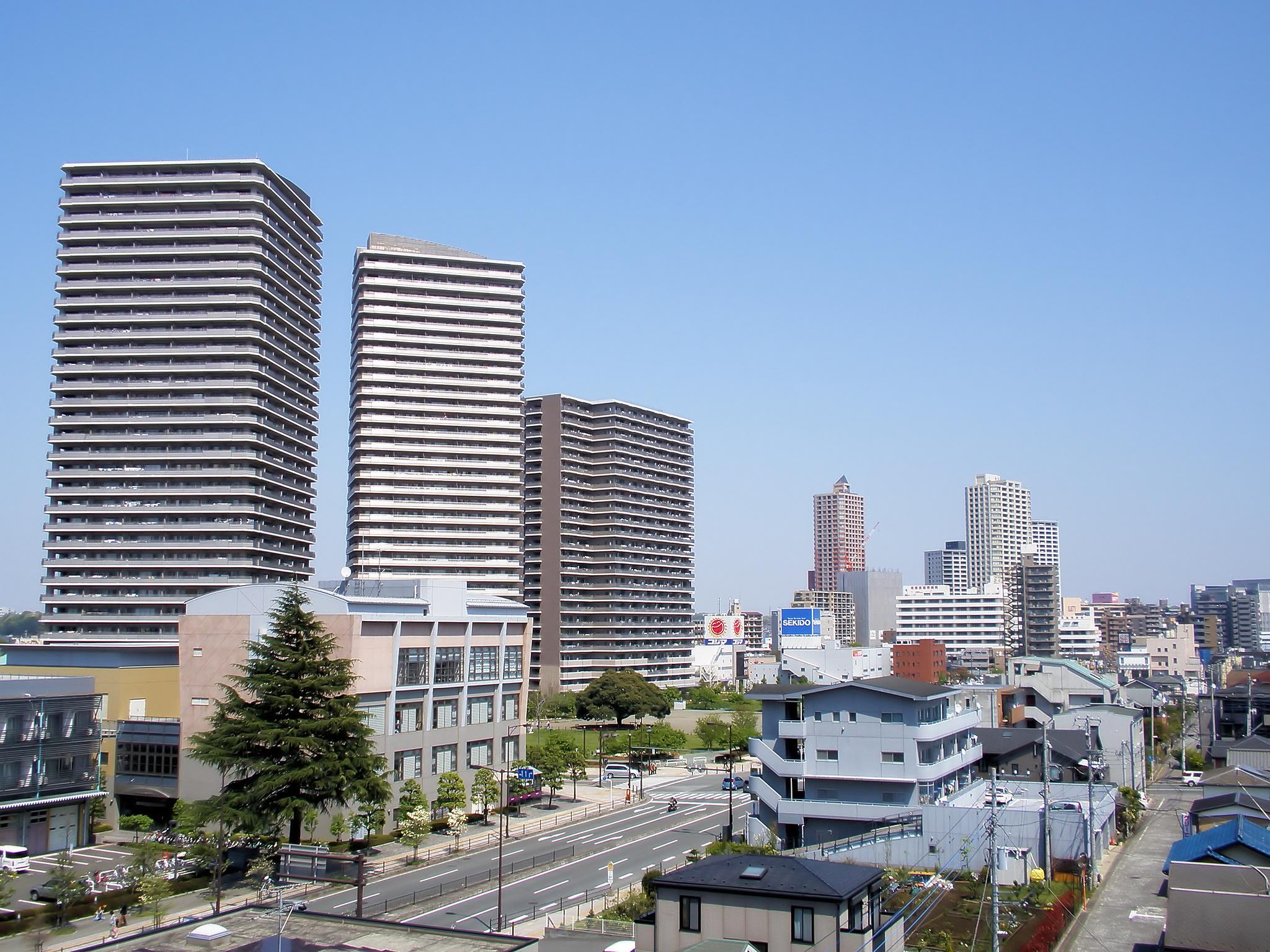 http://upload.wikimedia.org/wikipedia/commons/d/d3/Hashimoto,_Sagamihara.jpg