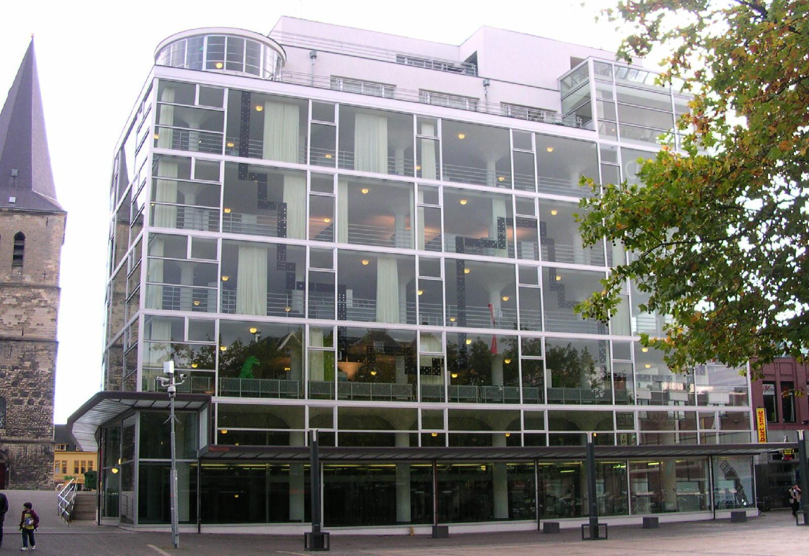 File:Heerlen Kerk en Glaspaleis.jpg - Wikimedia Commons
