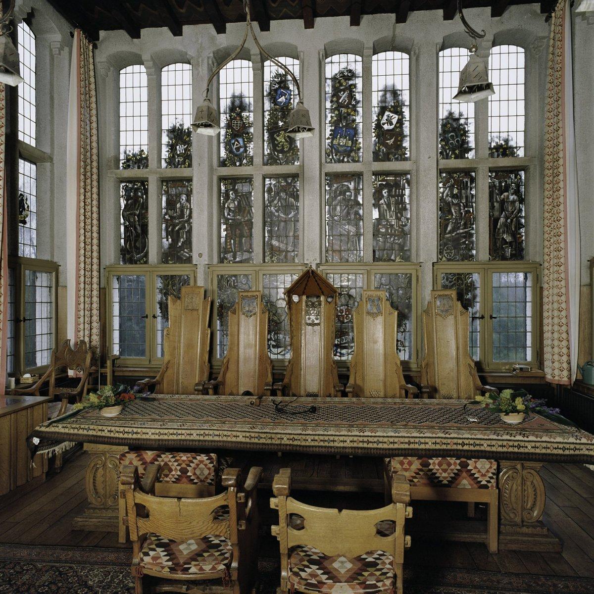 File:Interieur raadszaal, glas-in-loodramen - Vught - 20388077 - RCE ...