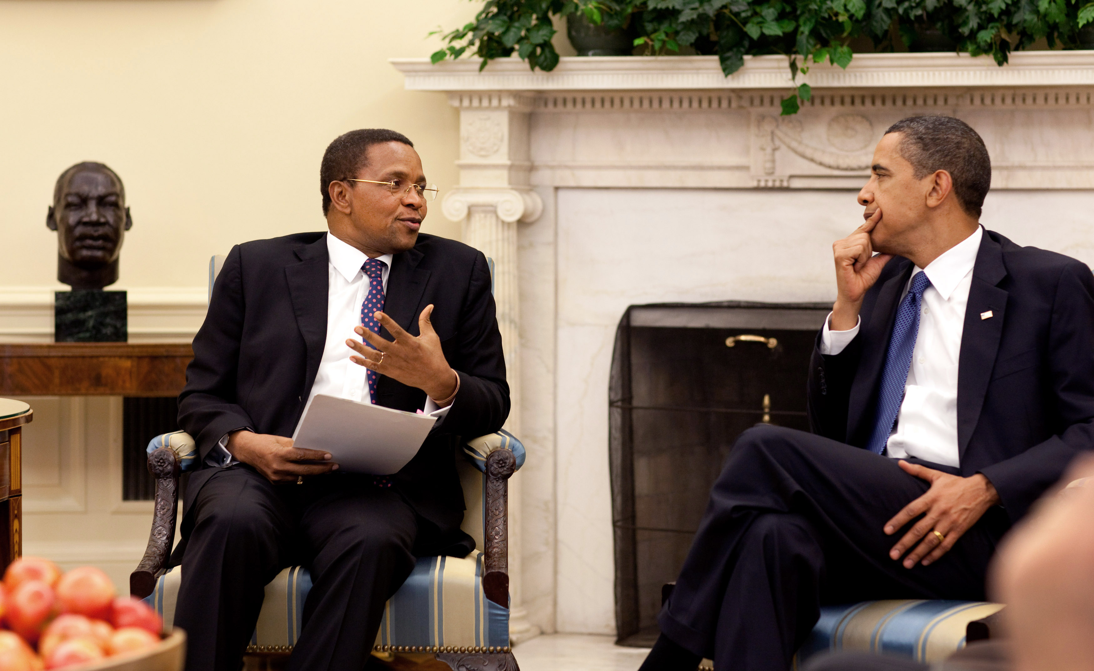 Filekikwete and obamag wikimedia commons filekikwete and obamag m4hsunfo Image collections
