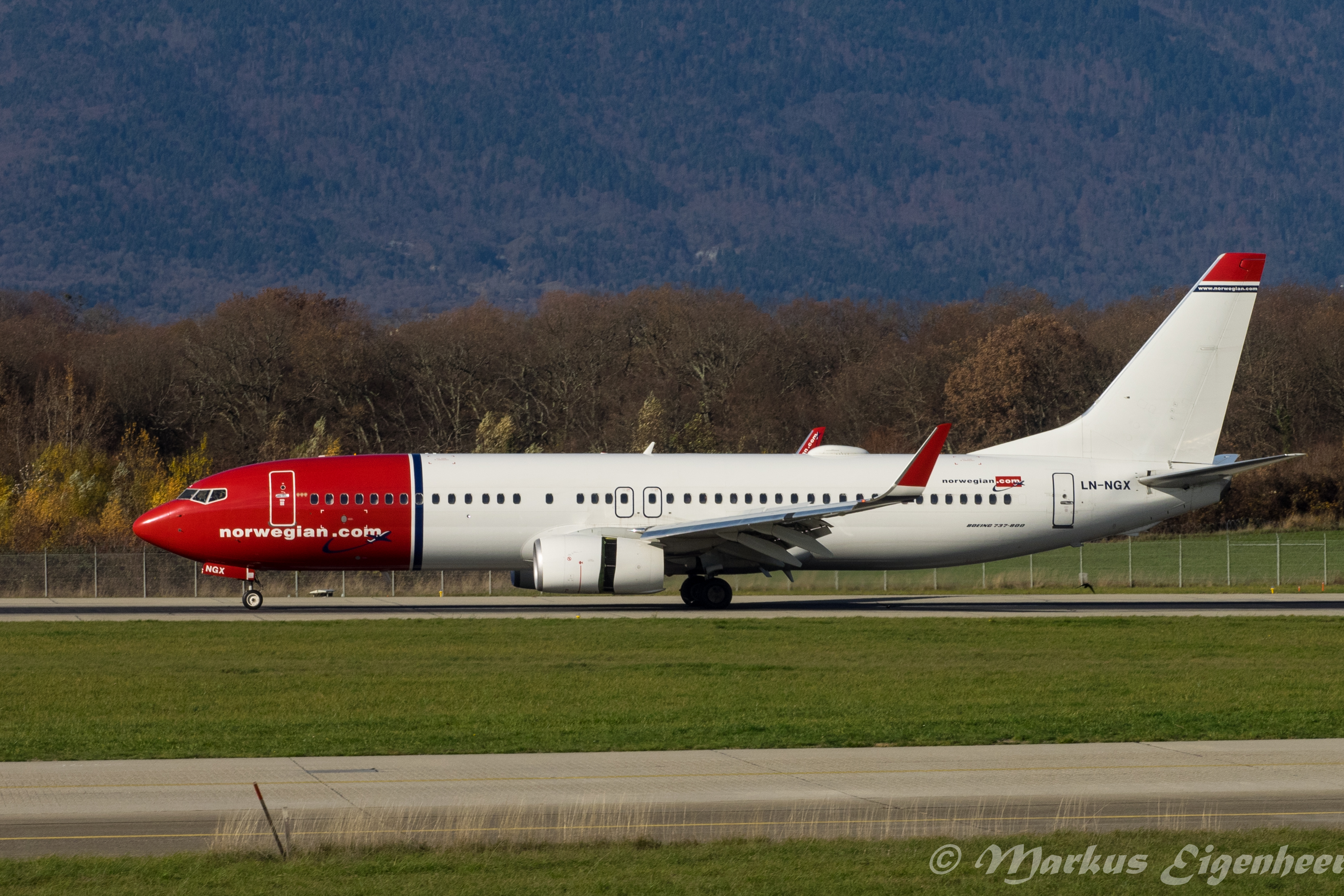 File:LN-NGX Boeing B737-8JP-W B738 - NAX (22778658917) jpg