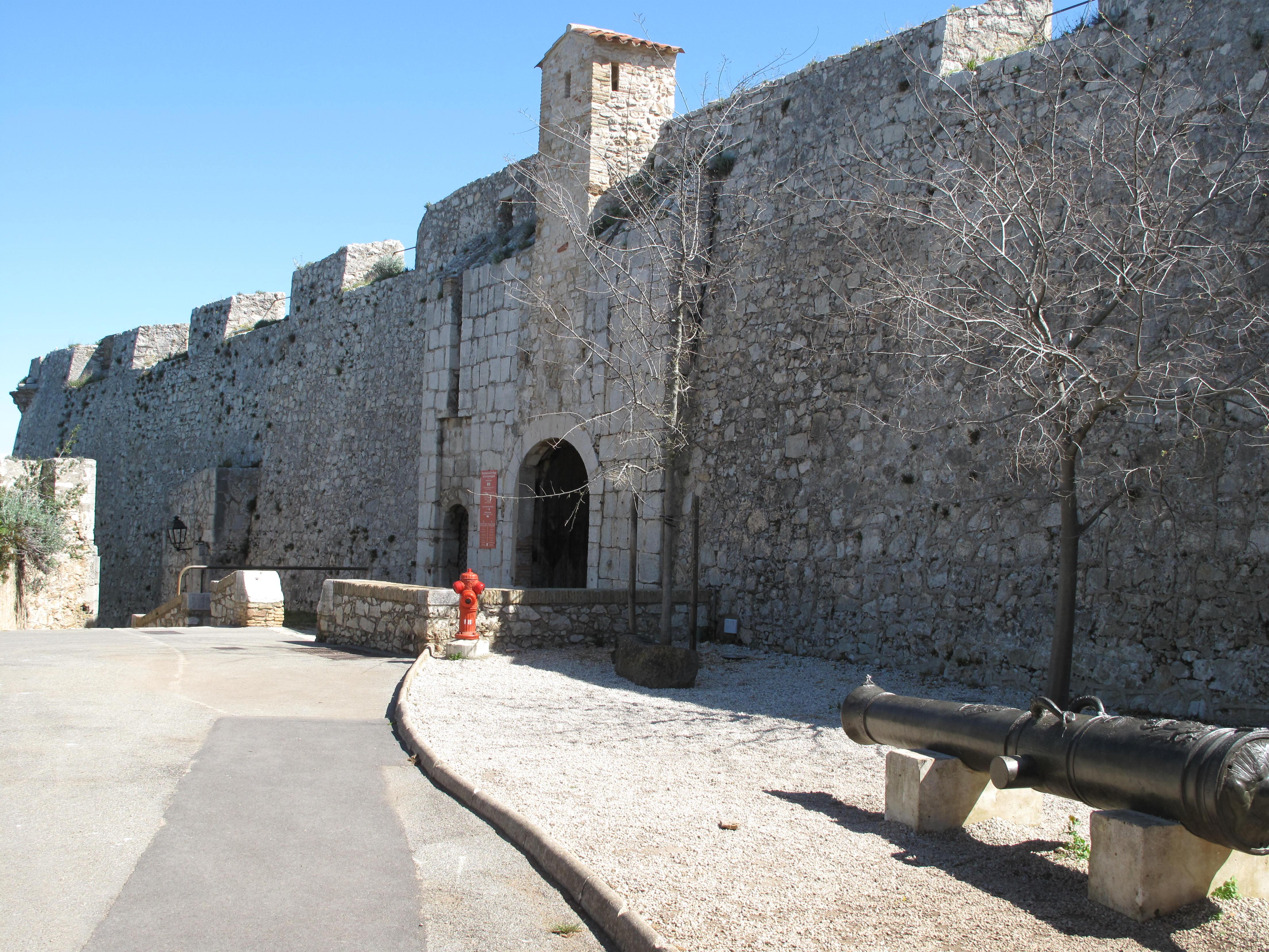 FileLa Porte Marine Et Le Canon LInconnujpg Wikimedia Commons - Canon porte