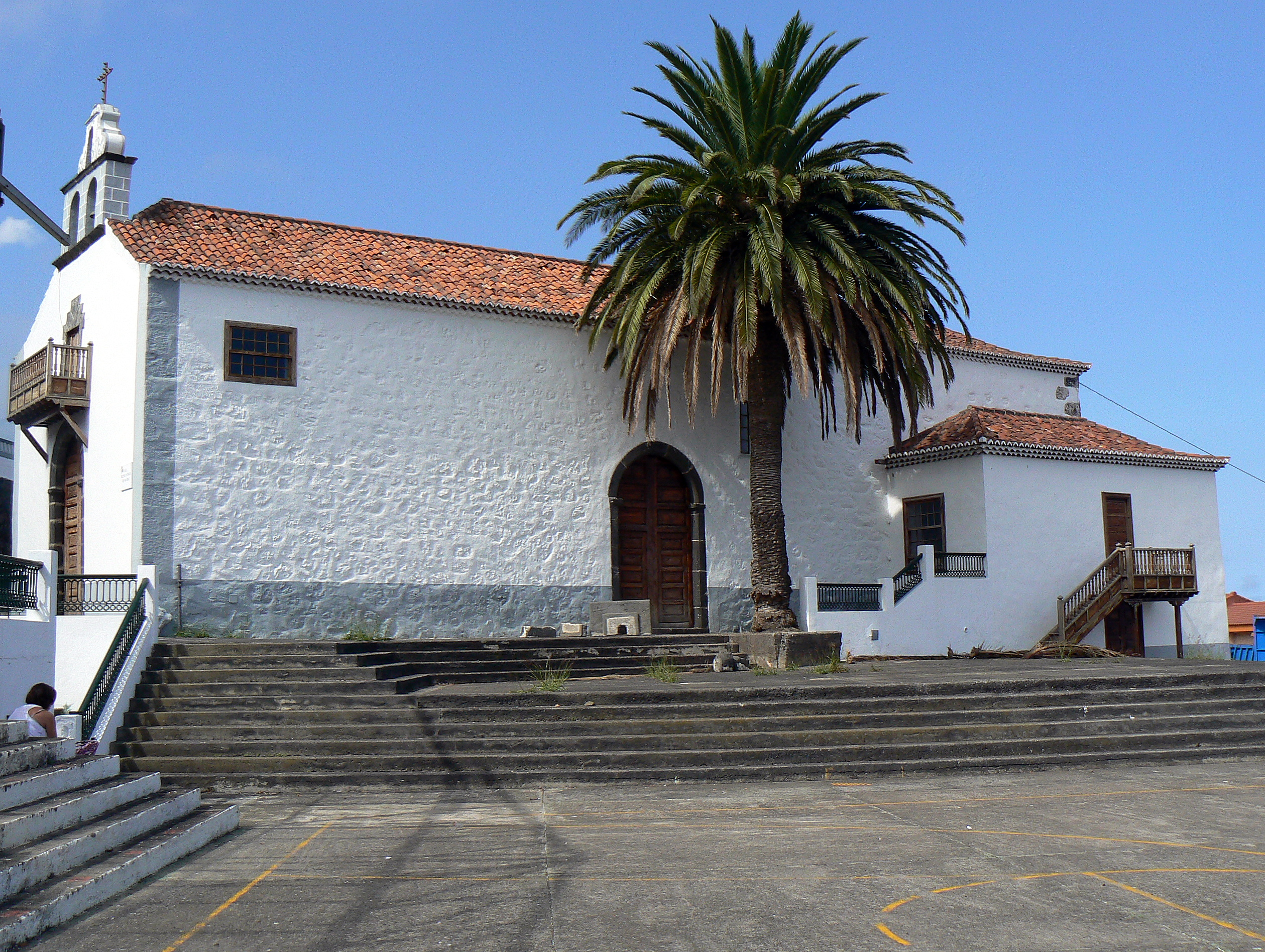 http://upload.wikimedia.org/wikipedia/commons/d/d3/Lado_derecho_Iglesia_de_San_Jos%C3%A9_Bre%C3%B1a_Baja-1.jpg