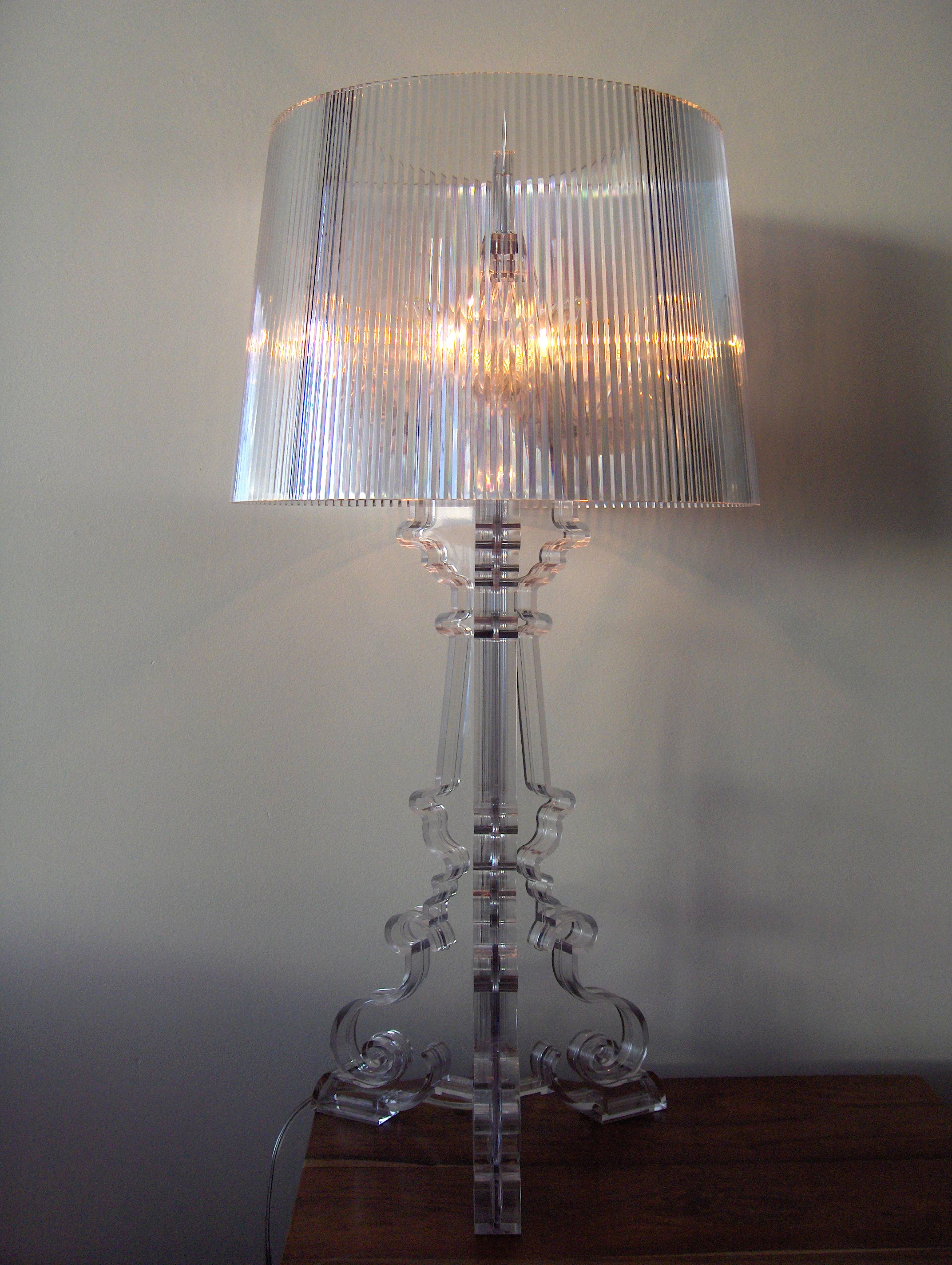 File Lamp On A Bedside Table Jpg Wikimedia Commons