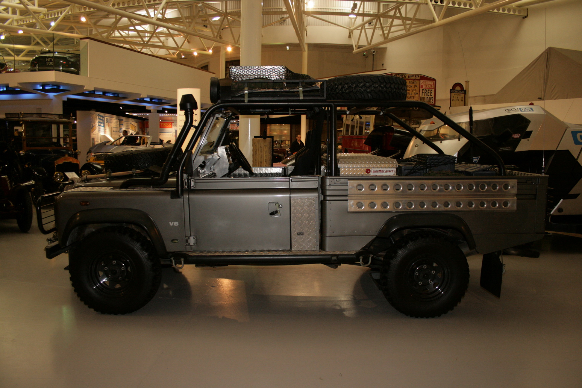 File Land Rover Defender Tomb Raider Jpg Wikimedia Commons