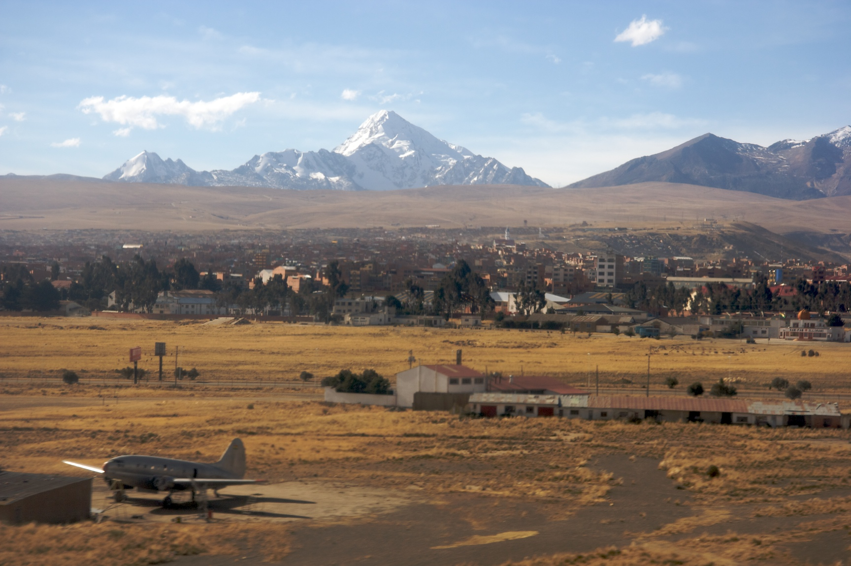 Archivo:Landing at the La Paz airport (El Alto).jpg - Wikipedia, la ...