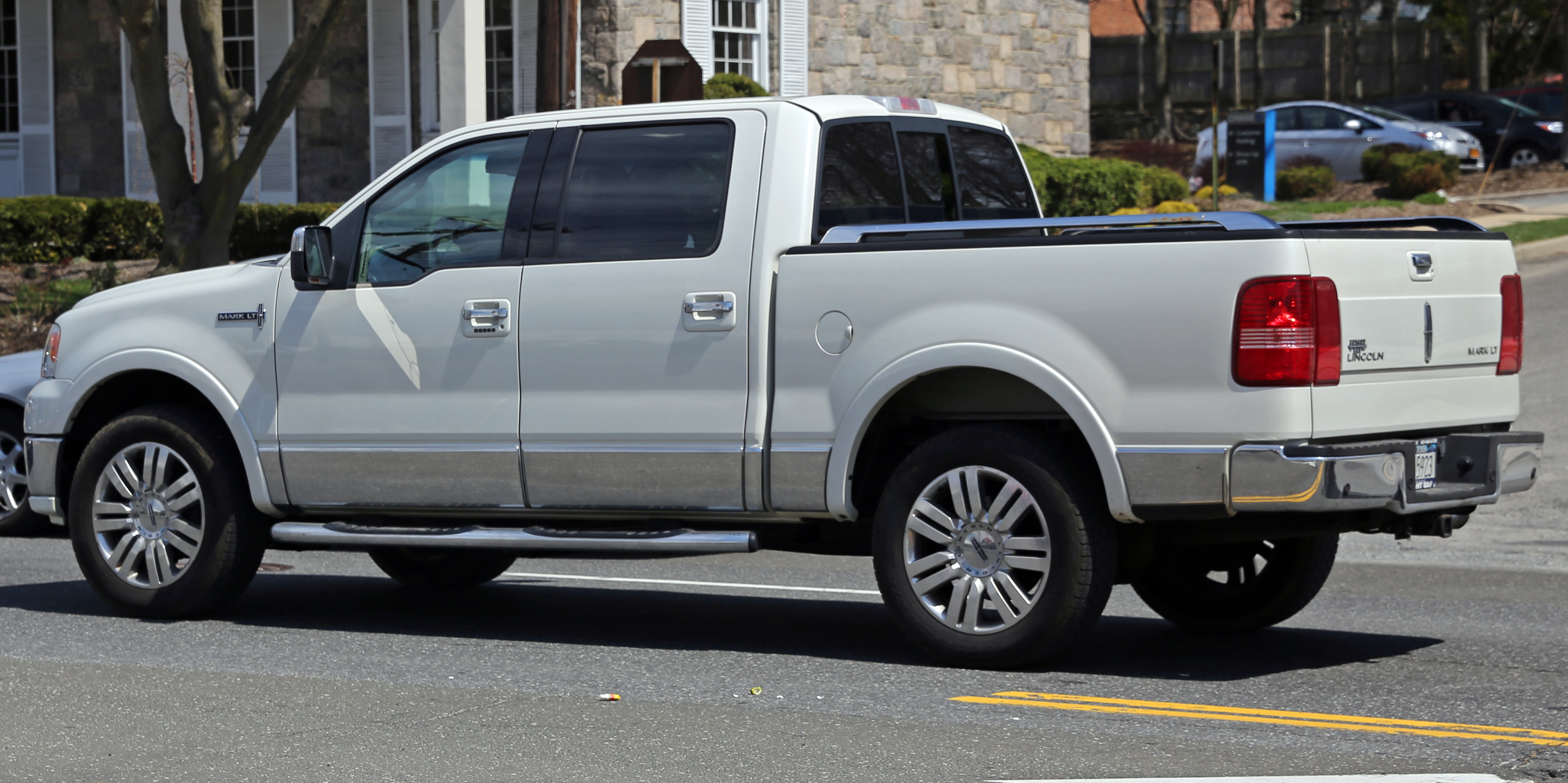 File Lincoln Mark LT rear left ¾ view Wikimedia mons