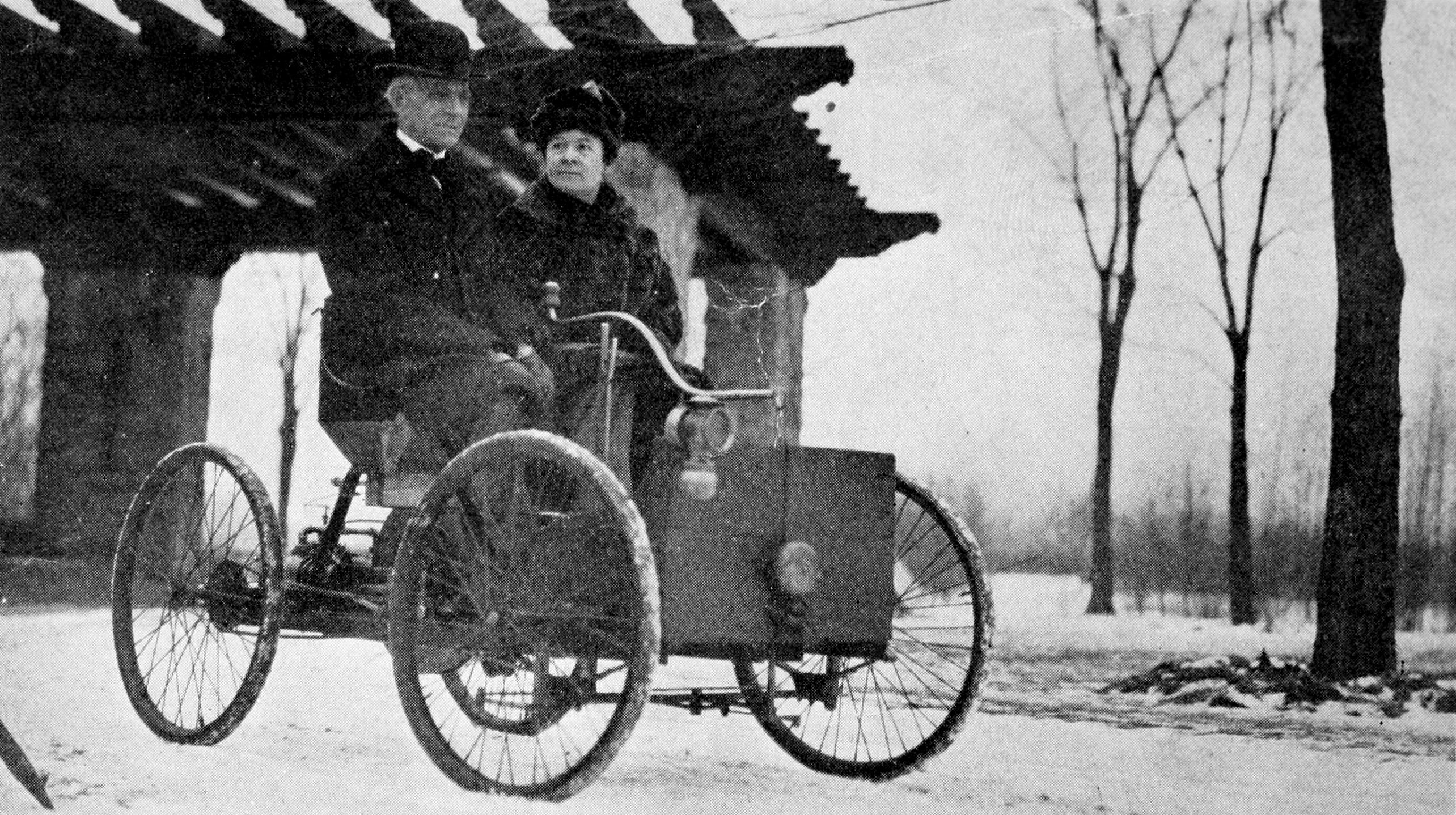 File:Mr and Mrs Henry Ford in his first car.jpg - Wikimedia Commons