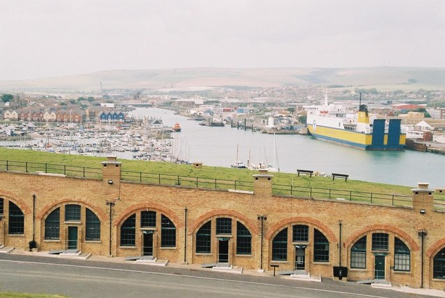 File:Newhaven, the fort and the port - geograph.org.uk - 445479.jpg