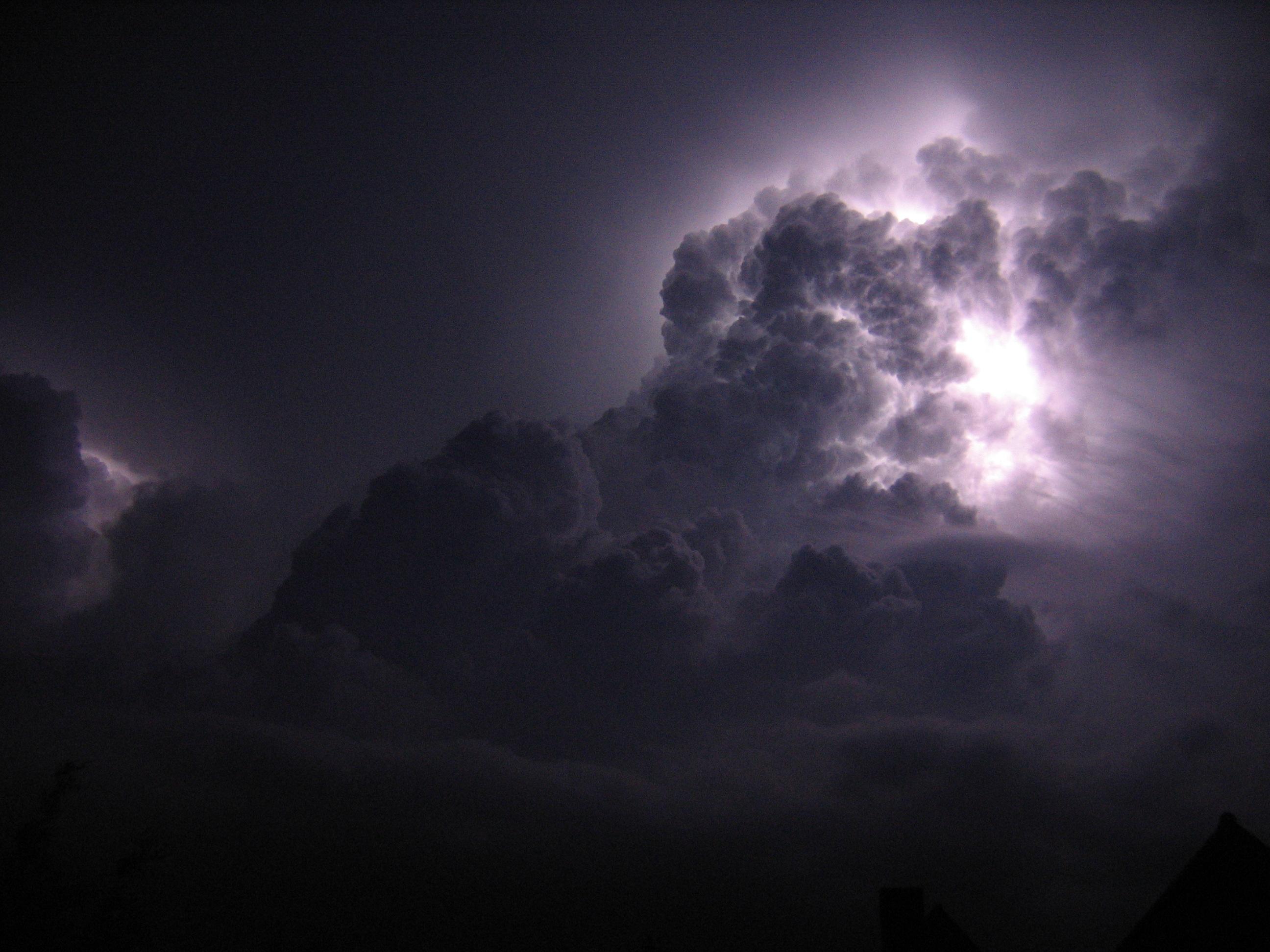 File:Orage-nuit-doroth...