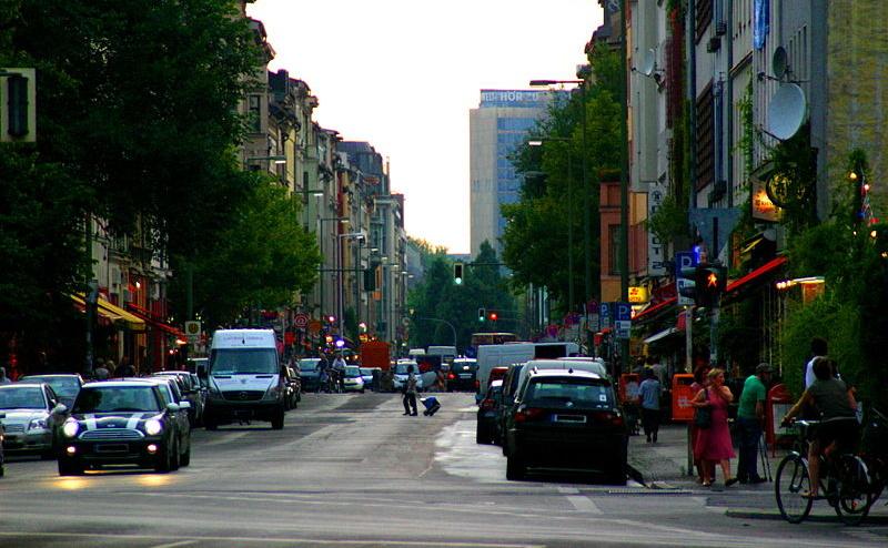 Blick von der Skalitzer Straße Richtung Westen in die Oranienstraße