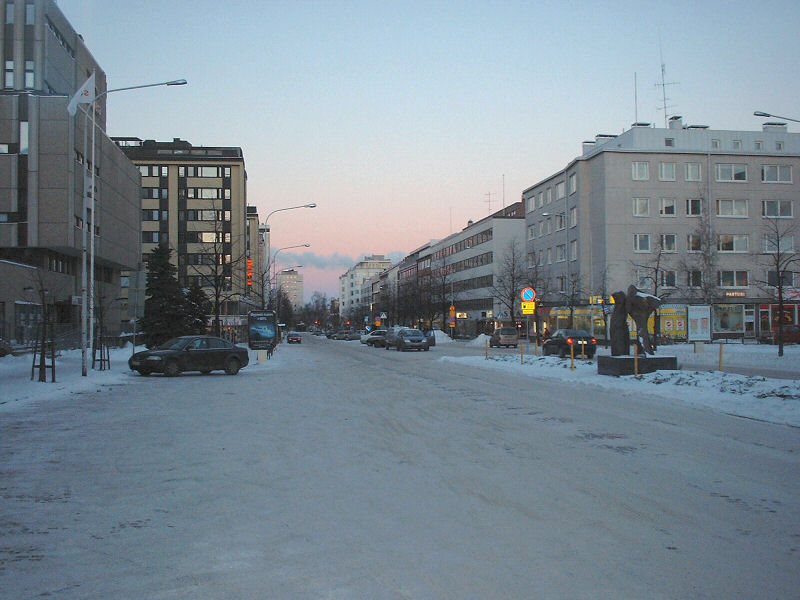 Slika:Oulu railway station area in winter.jpg