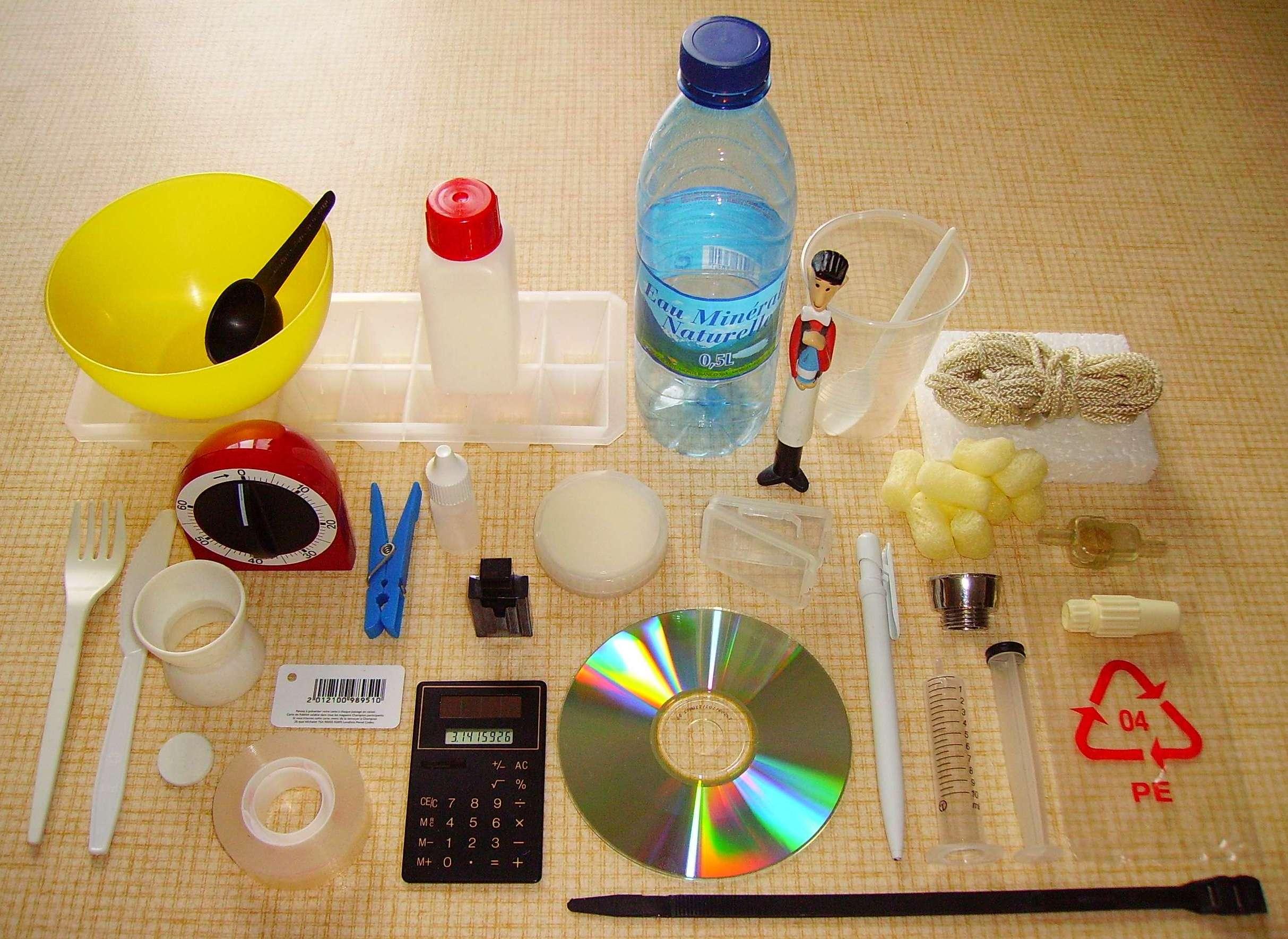 4 cajas de regalo hechas con botellas de plástico