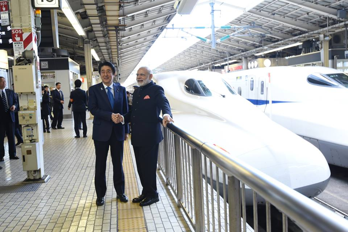 File:Prime Minister Narendra Modi greets Japanese PM Abe before boarding a Shinkansen  bullet train to Kobe.jpg - Wikimedia Commons